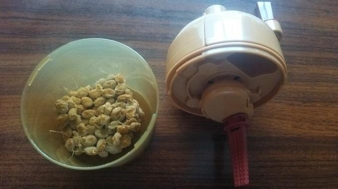 魯山人納豆鉢で納豆を練る1