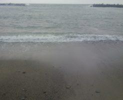 2016年6月18日の海。波あるし濁っている