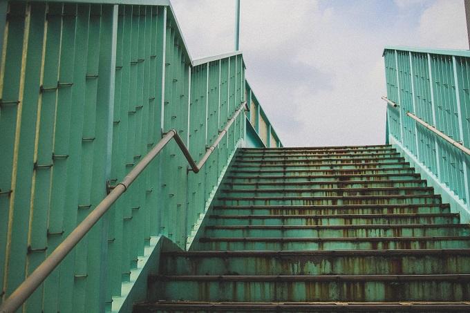 小学生の時は歩道橋も遊具だった
