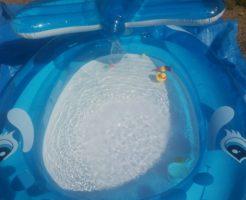 子供用のプール完成。涼し気