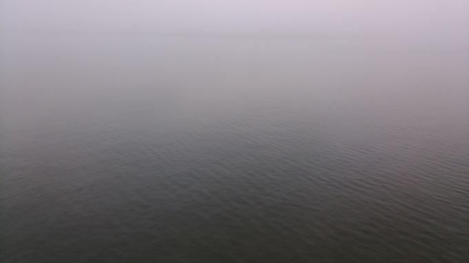 八郎潟。明るくなったら霧がはってきた