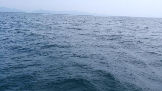 波は最初だけ穏やか