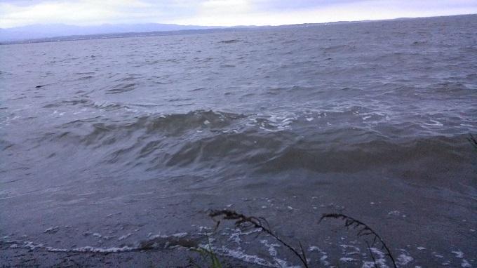 大荒れだった初日の八郎潟